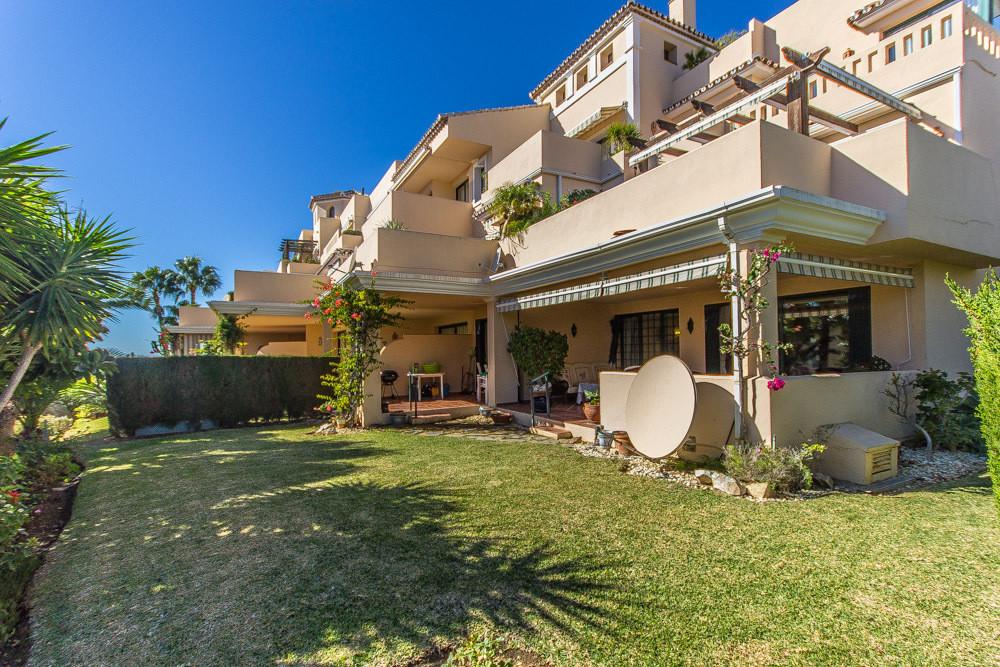 Marbella Banus Apartamento Planta Baja en Venta en Elviria – R1933605