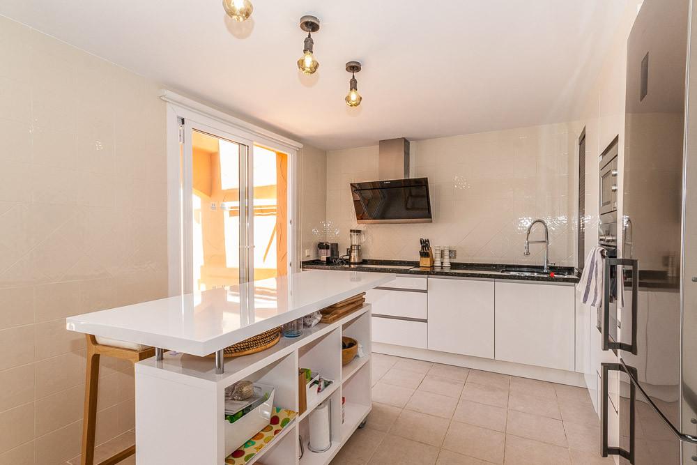 Apartment in Elviria R3218944 7