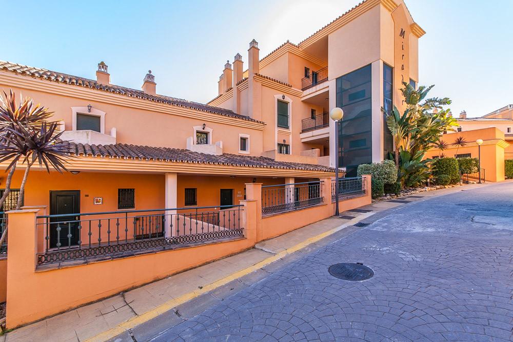 Apartment in Elviria R3333691 1