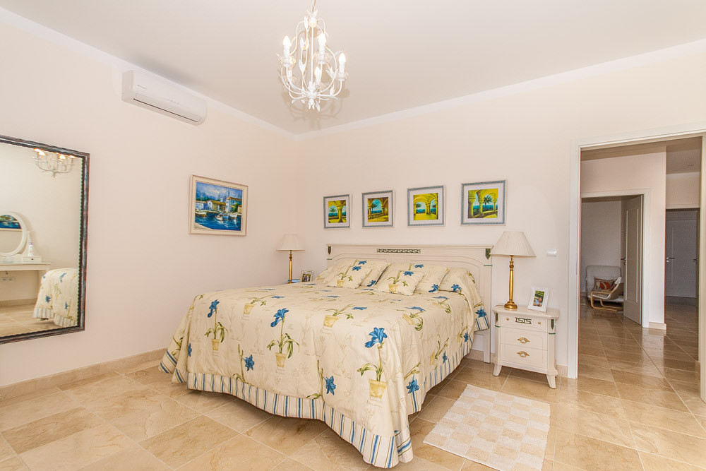 House in Elviria R2981681 10