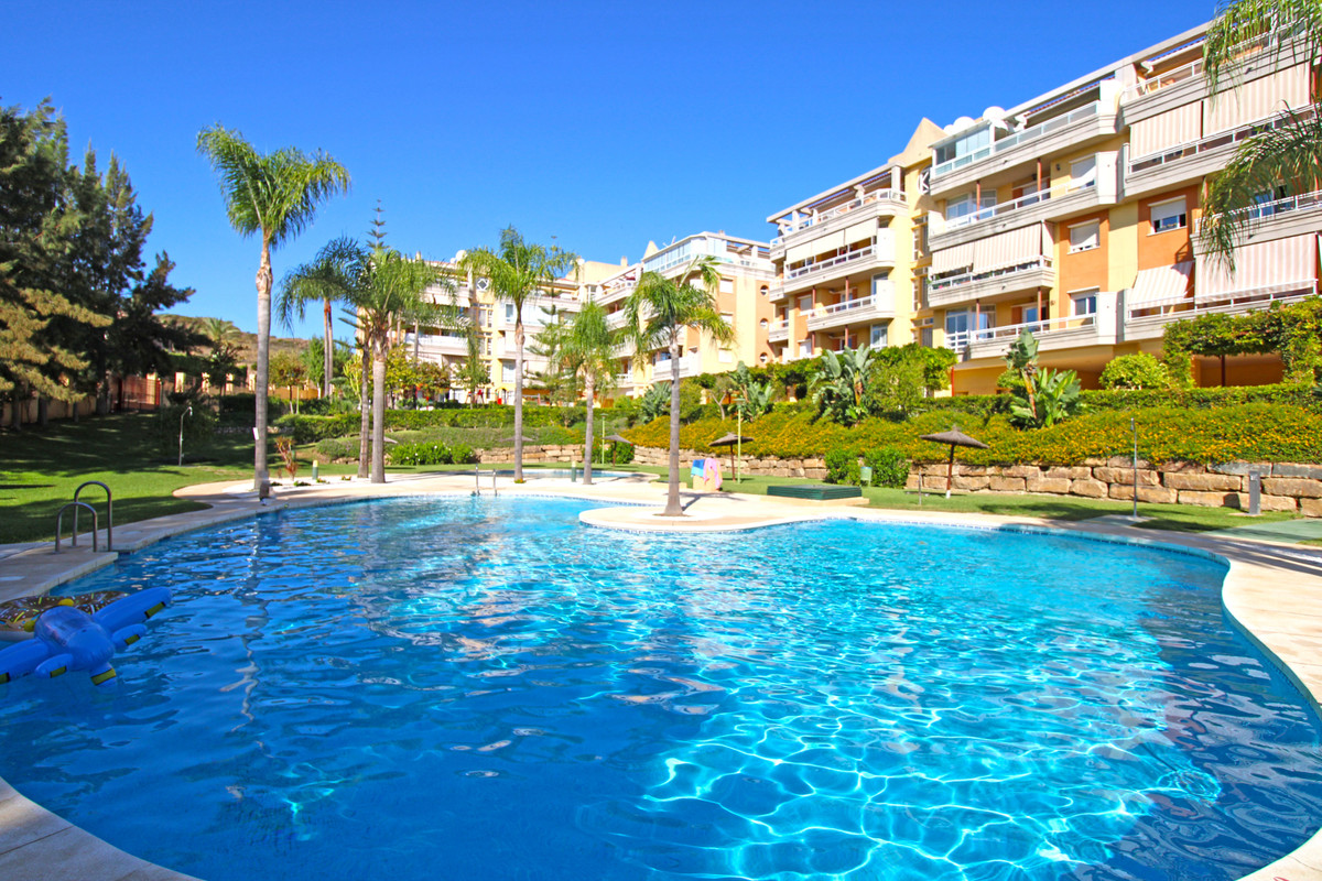 3 bedroom apartment for sale la cala hills