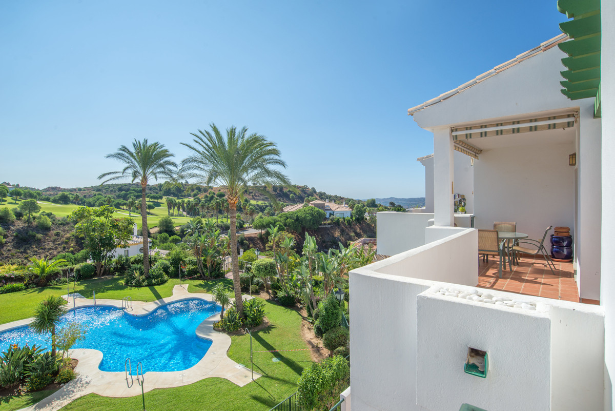 This spacious 3 bed penthouse, with a big roof terrace is located in the beautiful urbanization Atal, Spain
