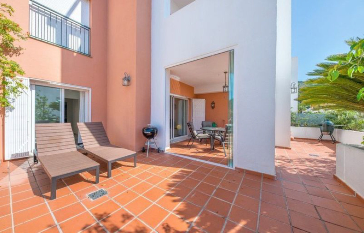 This nice modern apartment is located in Alhaurin Golf. It has 3 bedrooms, 2 bathrooms (one is en-su, Spain