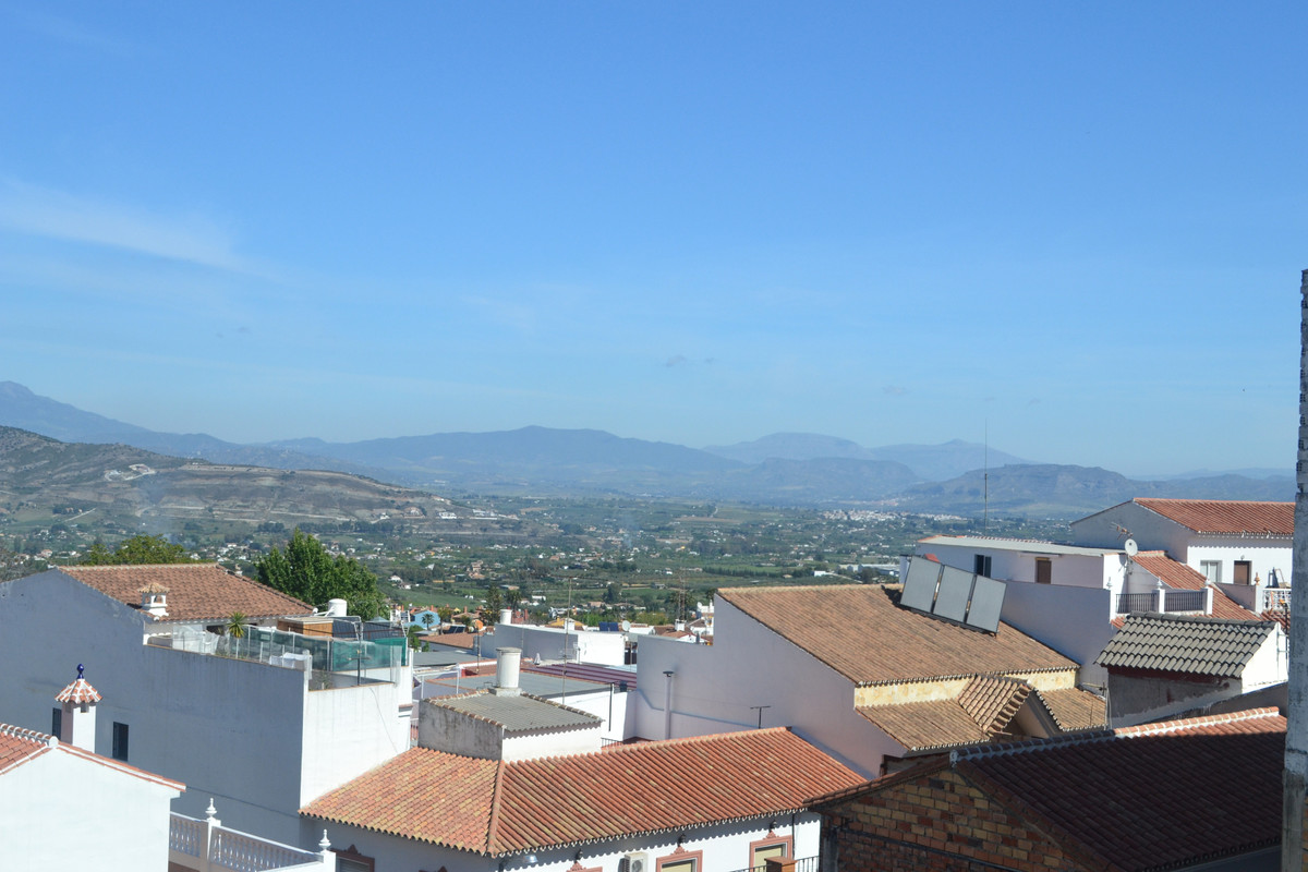 For sale, this first floor 95 m2 apartment is located in the heart of Alhaurin el Grande. Walking di,Spain