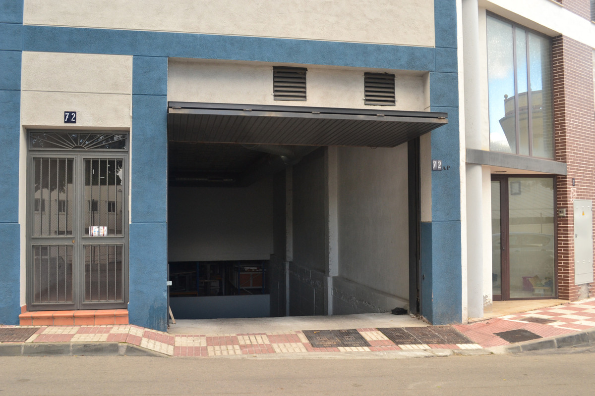 This garage / store room is very good located next to the Mercado in Alhaurin el Grande.  It has 2 e,Spain