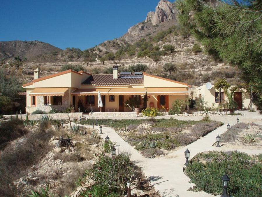 Rural and very quiet, not visible from the public road, built in 2007 on a large plot of 2.7 hectare, Spain