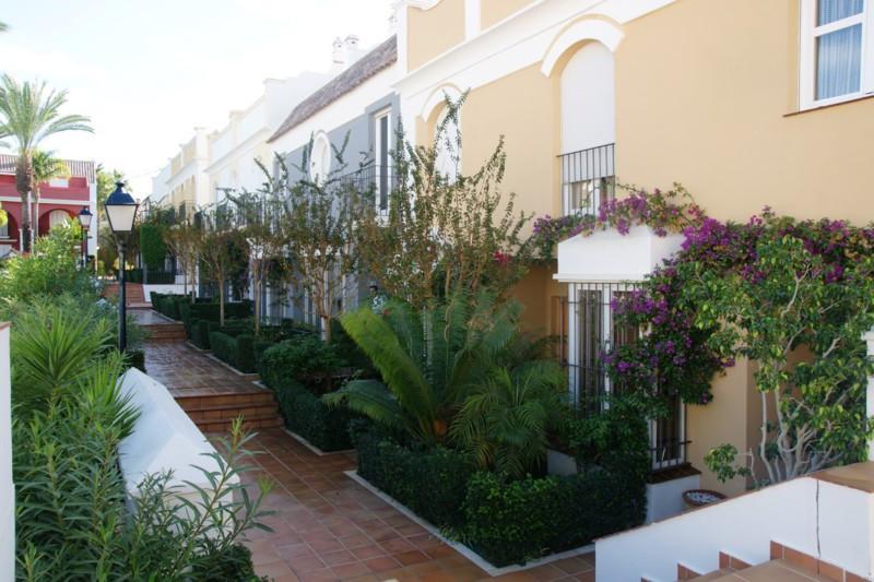 Stadtrat zum Verkauf in Bahia de Marbella – R2340119