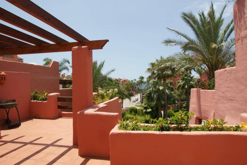 Marbella Banus Ático en Venta en New Golden Mile – R2242586