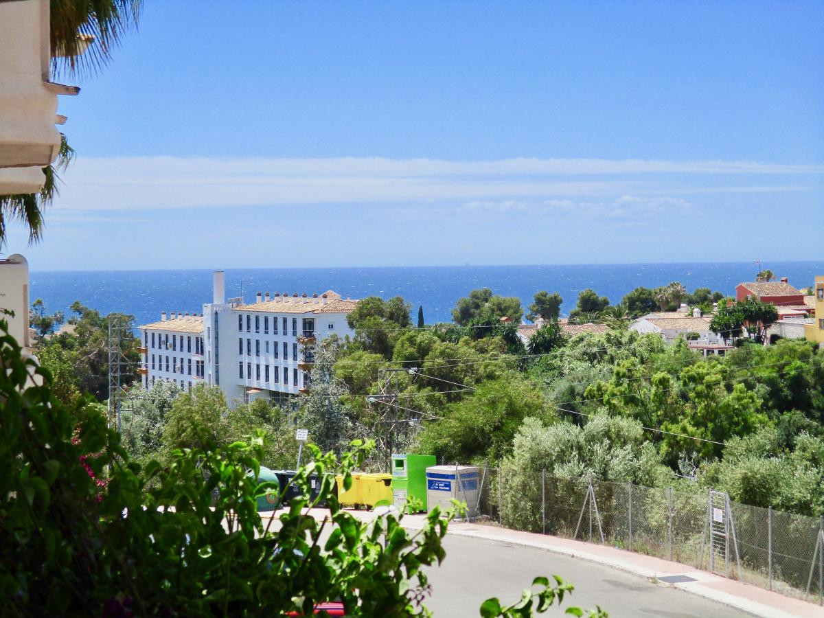Caronte Riviera del Sol - Raised Groundfloor apartment,recently renovated with A/C in all rooms. New Spain