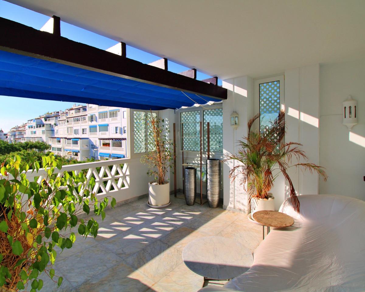 Marbella Banus Apartamento Planta Media en Venta en Puerto Banús – R3752278