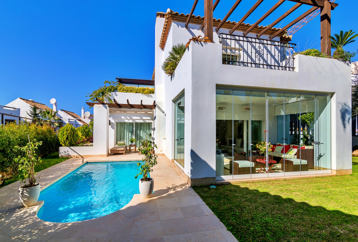 5 Bedroom Semi Detached Villa For Sale New Golden Mile