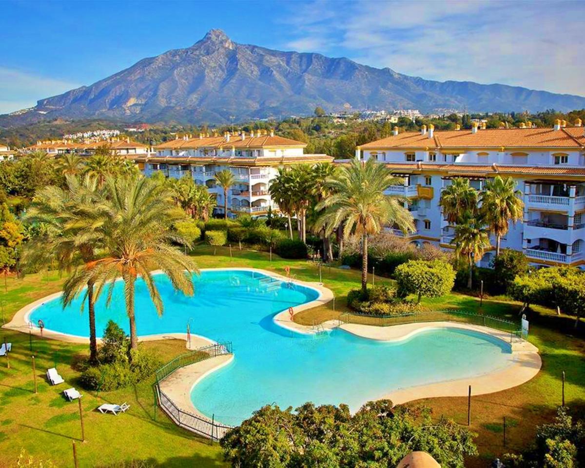 Marbella Banus Apartamento Planta Media en Venta en Nueva Andalucía – R3713450