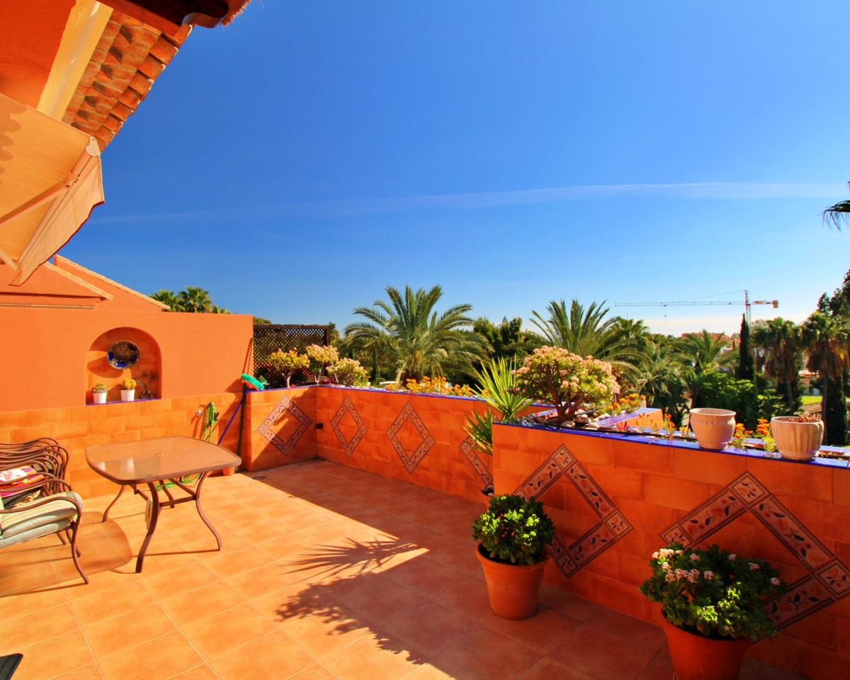 Elegant and spacious penthouse located 400m from the beach and a few minutes walk from Puerto Banus ,Spain