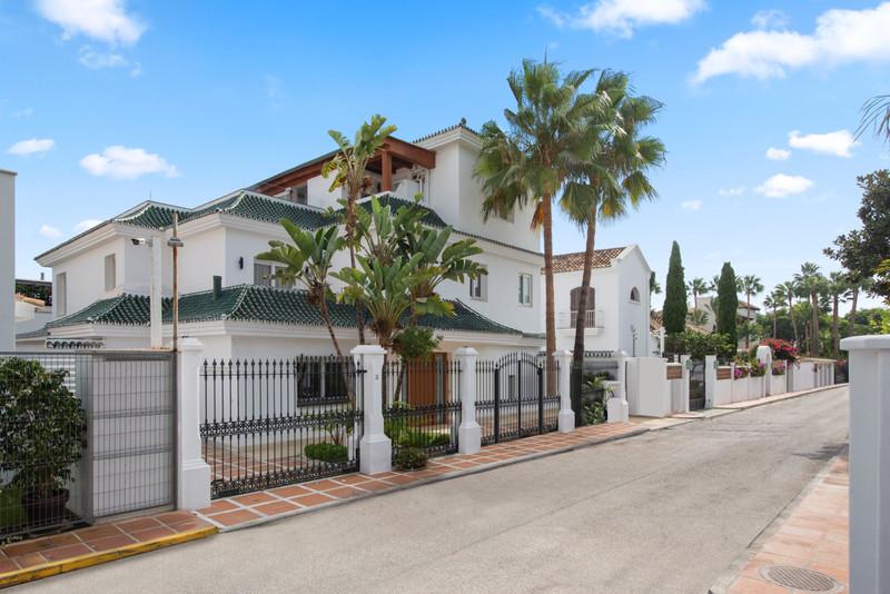 Marbella Banus Villa – Chalet en venta en The Golden Mile – R3350563