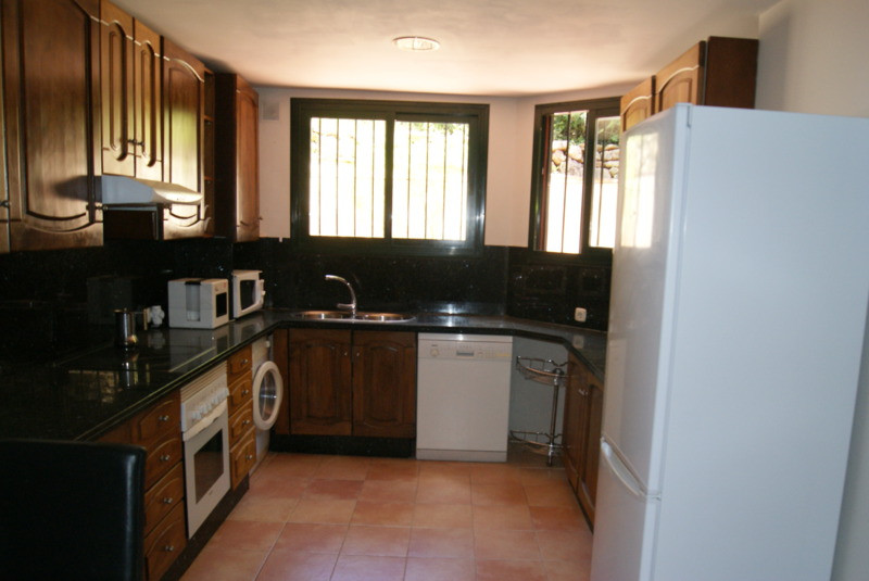 RIGHT NOW IT IS RENTED AND NOT FOR SALE 19/03/2020 Beautiful semi-detached house, in excellent condi,Spain