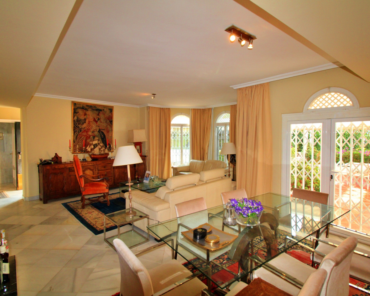 3 Bedroom Middle Floor Apartment For Sale Marbella