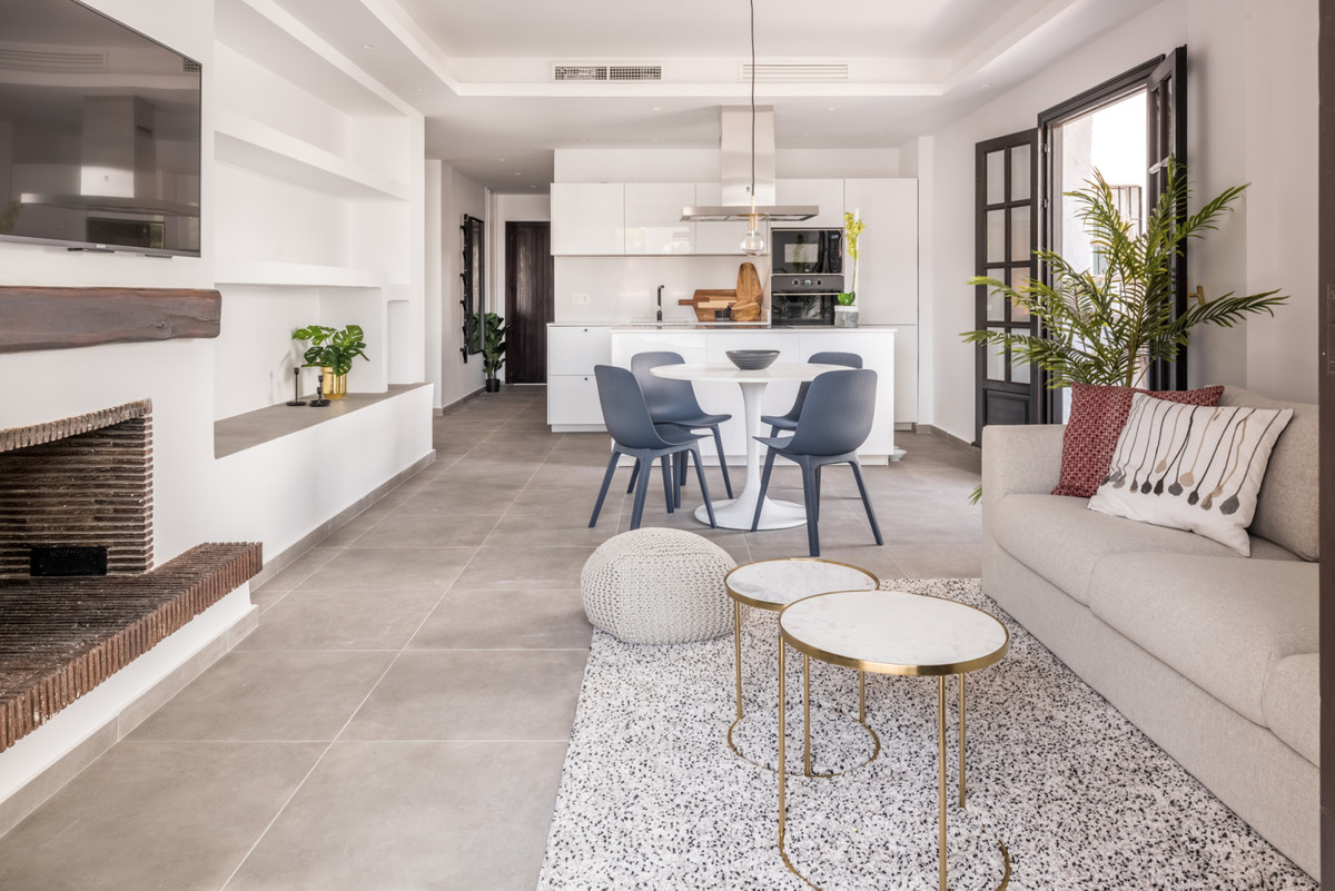 Welcome to this totally refurbished apartment in Villa Marina. It's located only 200 meters from,Spain