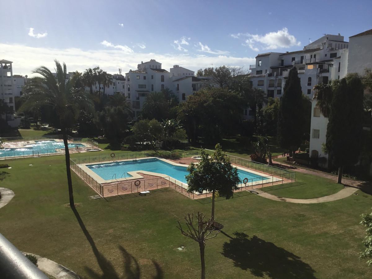 Marbella Banus Apartamento Planta Media en Venta en Puerto Banús – R3352699