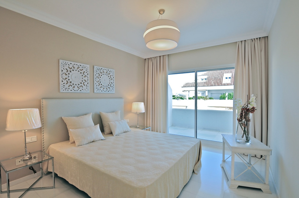 Exclusive penthouse apartment very bright located in Las Lomas de Marbella Club, within one of the m, Spain