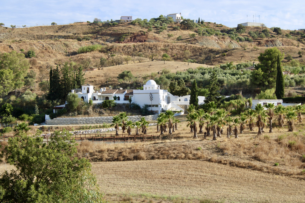 Large Andalusian farmhouse with its guest apartment, its guest house, its Olympic dressage track and, Spain
