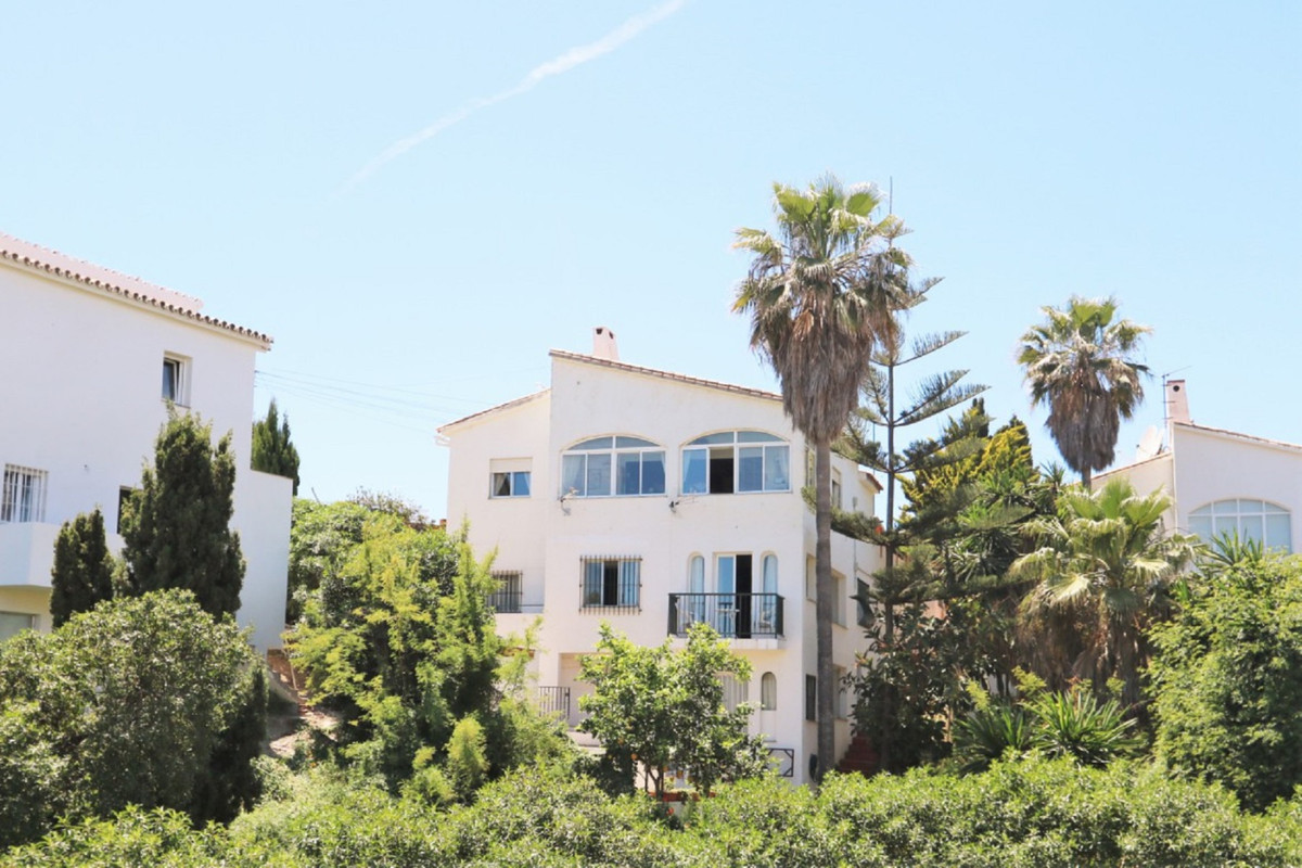 A lovely 3 level villa situated in Faro de Calaburras with lovely sea views. On the first level (gro,Spain