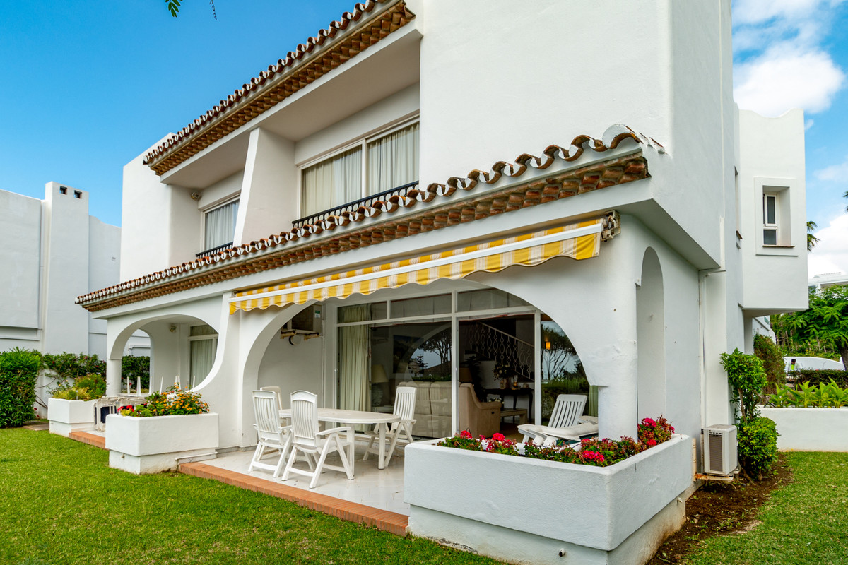 Delightful and spacious 3 bedroom, 2.5 bathroom townhouse with fantastic views to the sea located wi,Spain