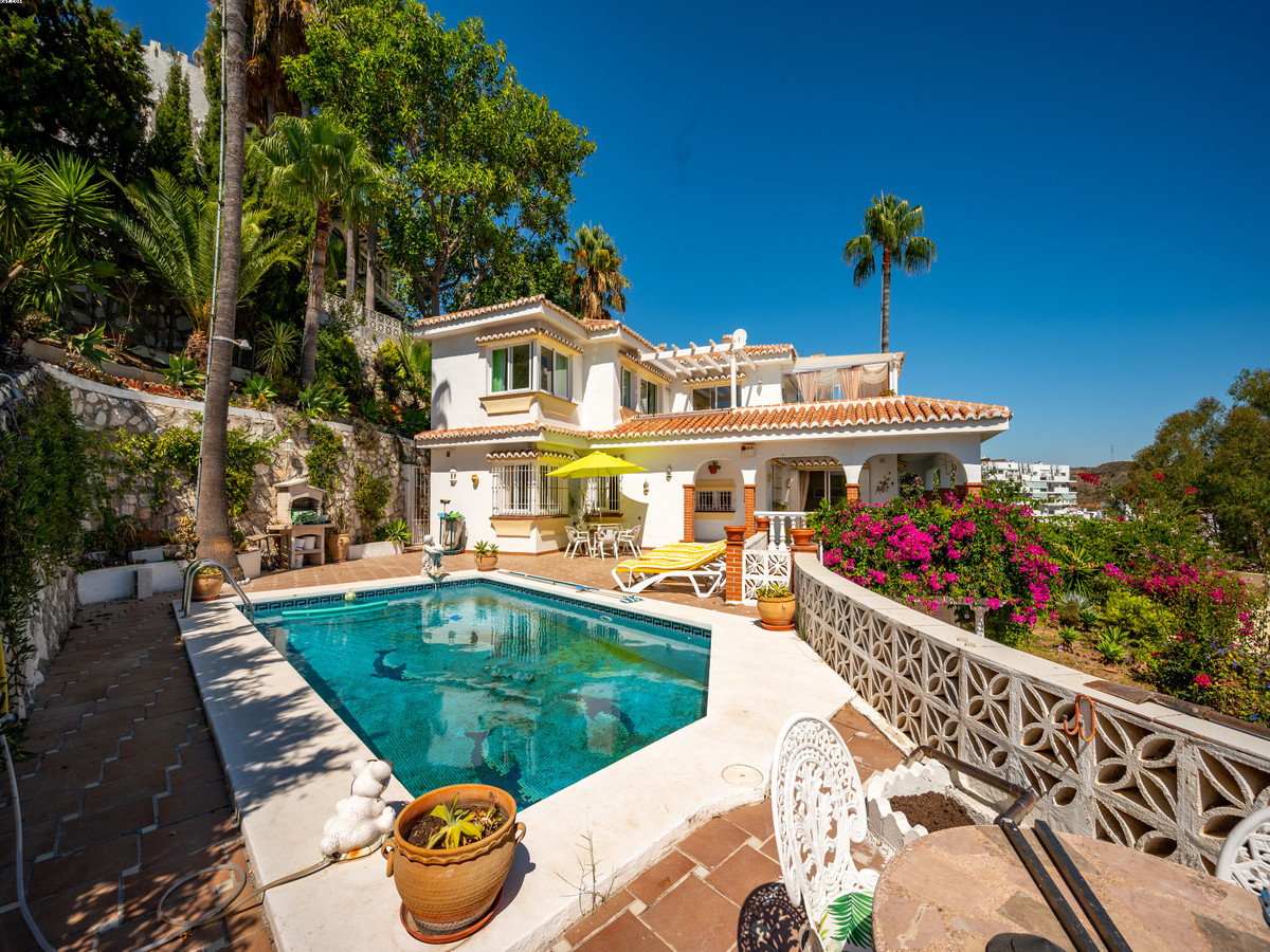 4 bedroom, 3 bathroom (+1) Villa situated in close proximity to the picturesque village of La Cala d,Spain