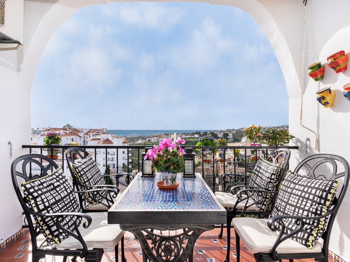 This lovely 2 bedroom, 1 bathroom has fantastic sea views! Situated in the middle part of Riviera de,Spain