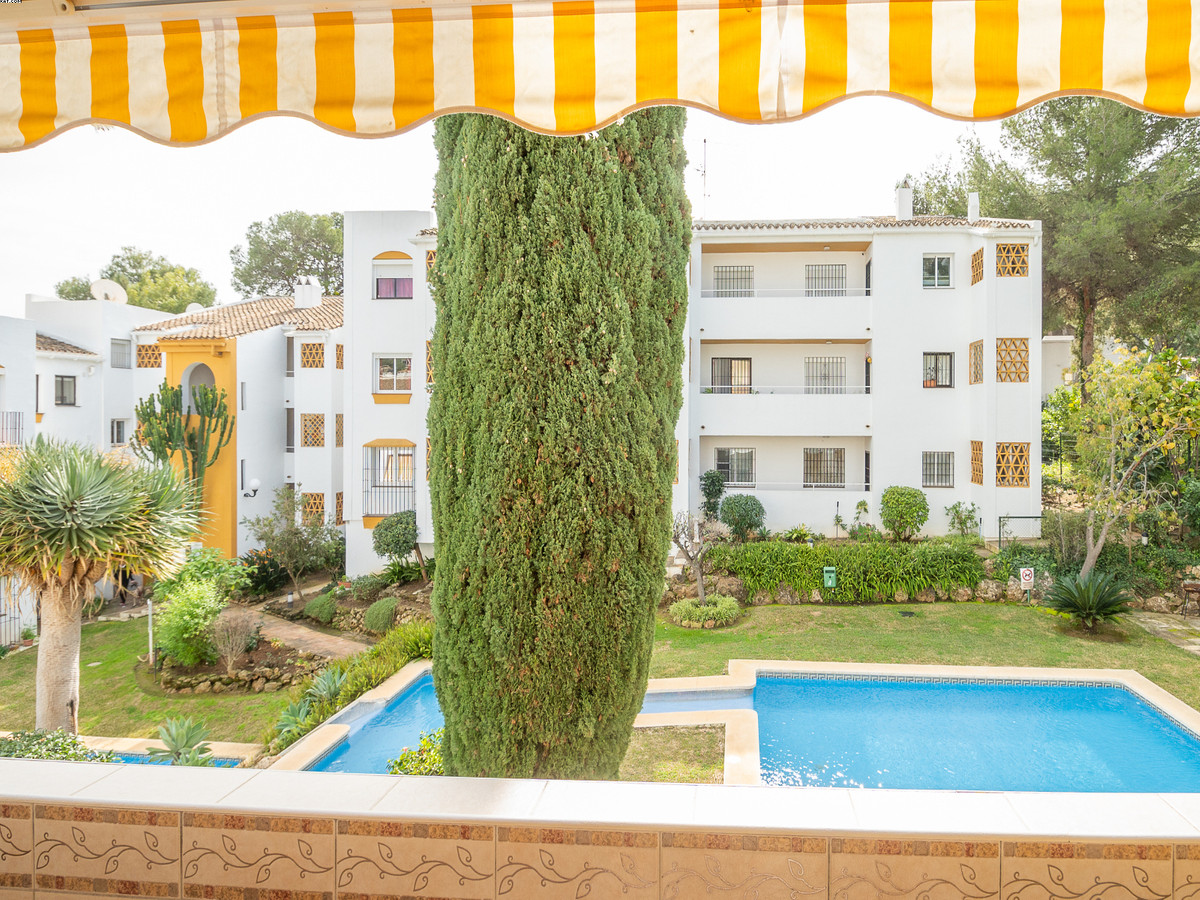 ***Just reduced from €179,000***Nice and quiet apartment situated in the lower part of Calahonda, cl,Spain