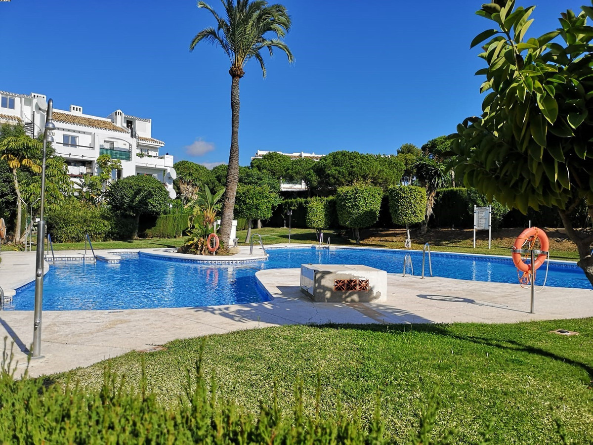 A super ground floor 2 bedroom, 2 bathroom apartment within the very pretty Albamar complex in Miraf,Spain