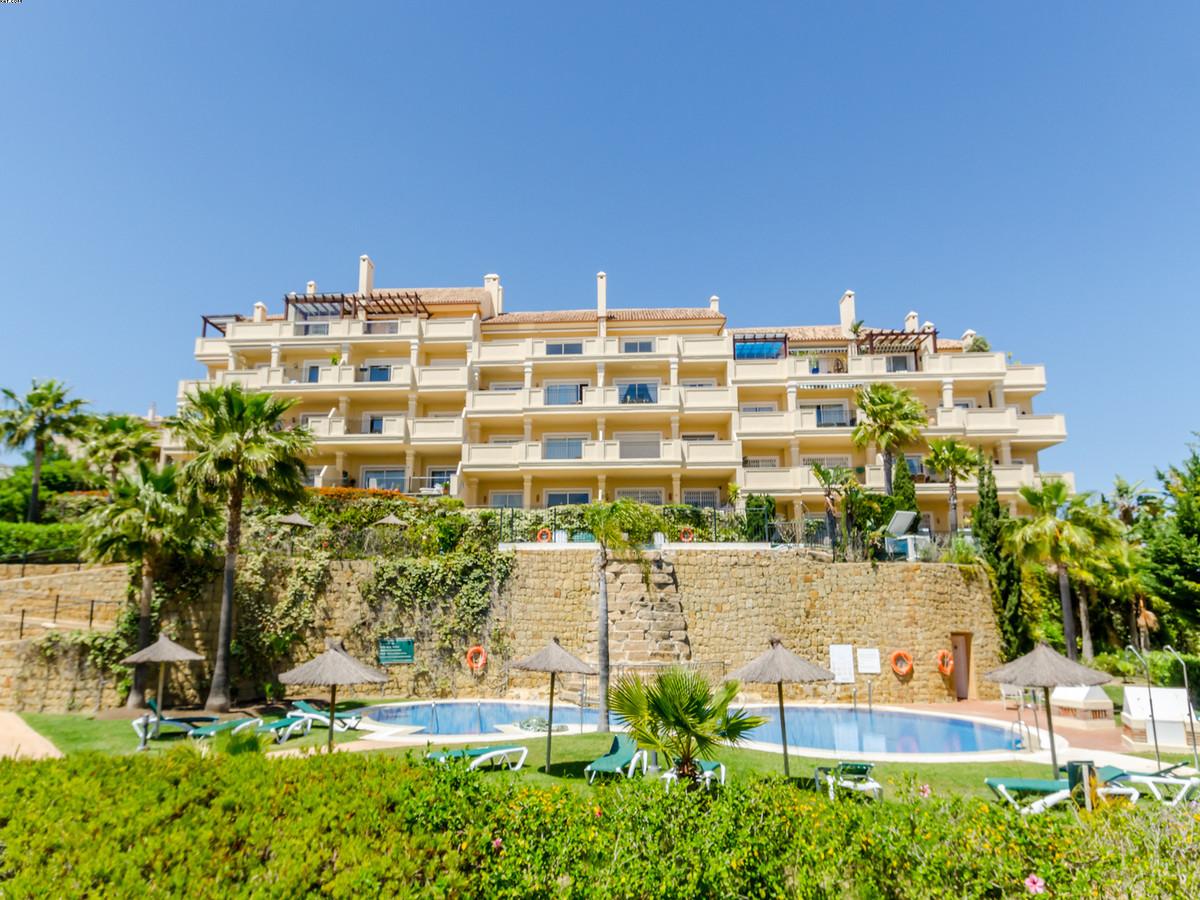 A well presented two bedrooom, 2 bathroom apartment ground floor apartment, located on the beautiful,Spain