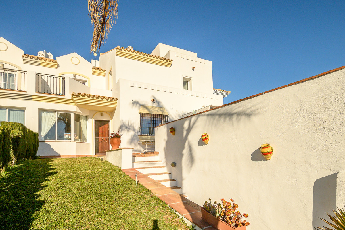 ***JUST REDUCED FROM €310,000 down to €299,950*** Very nicely appointed 3 bedroom, 3 bathroom townho,Spain