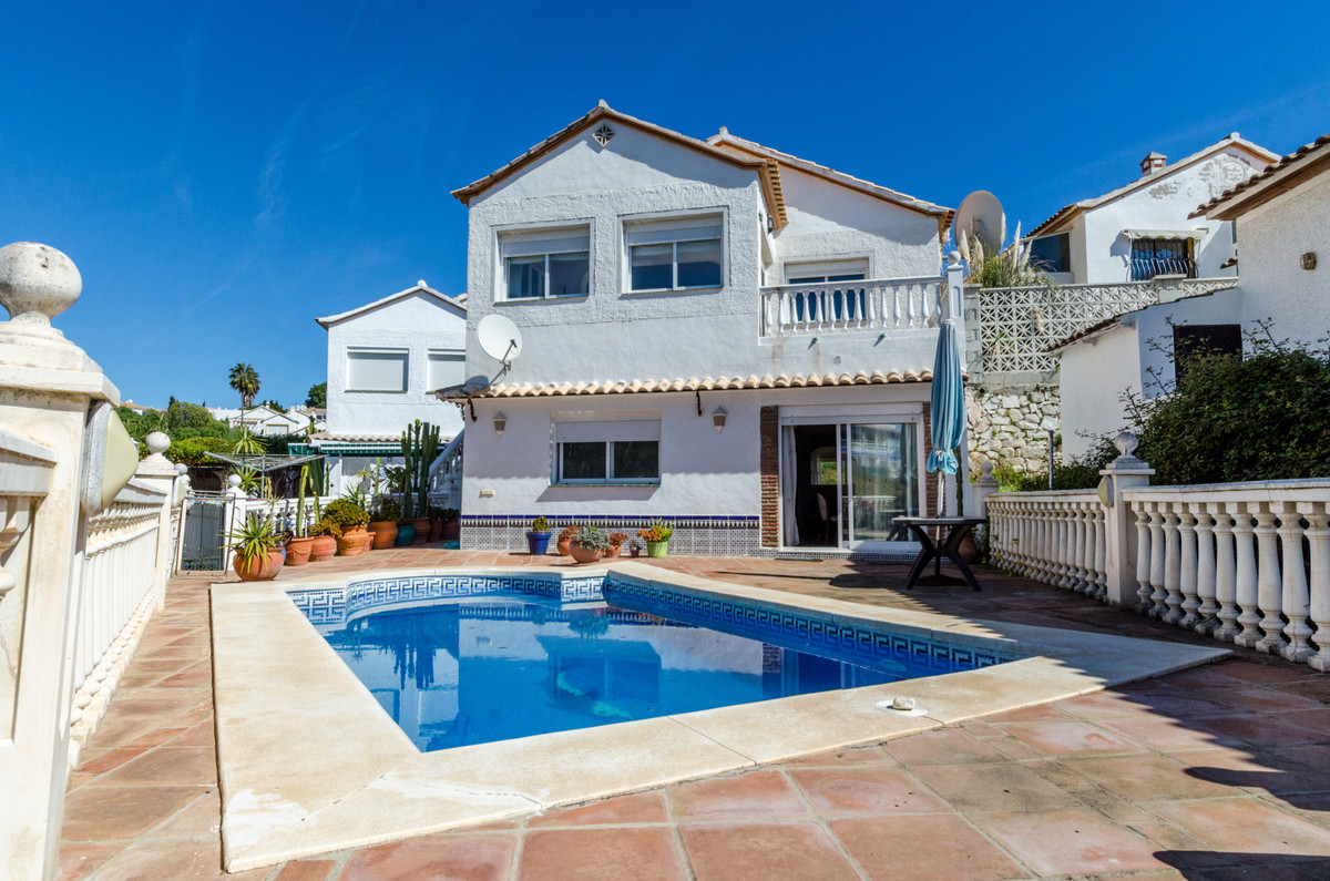 This is a villa situated in EL Faro, Consists of 3 beds on one level with a separate apartment groun, Spain
