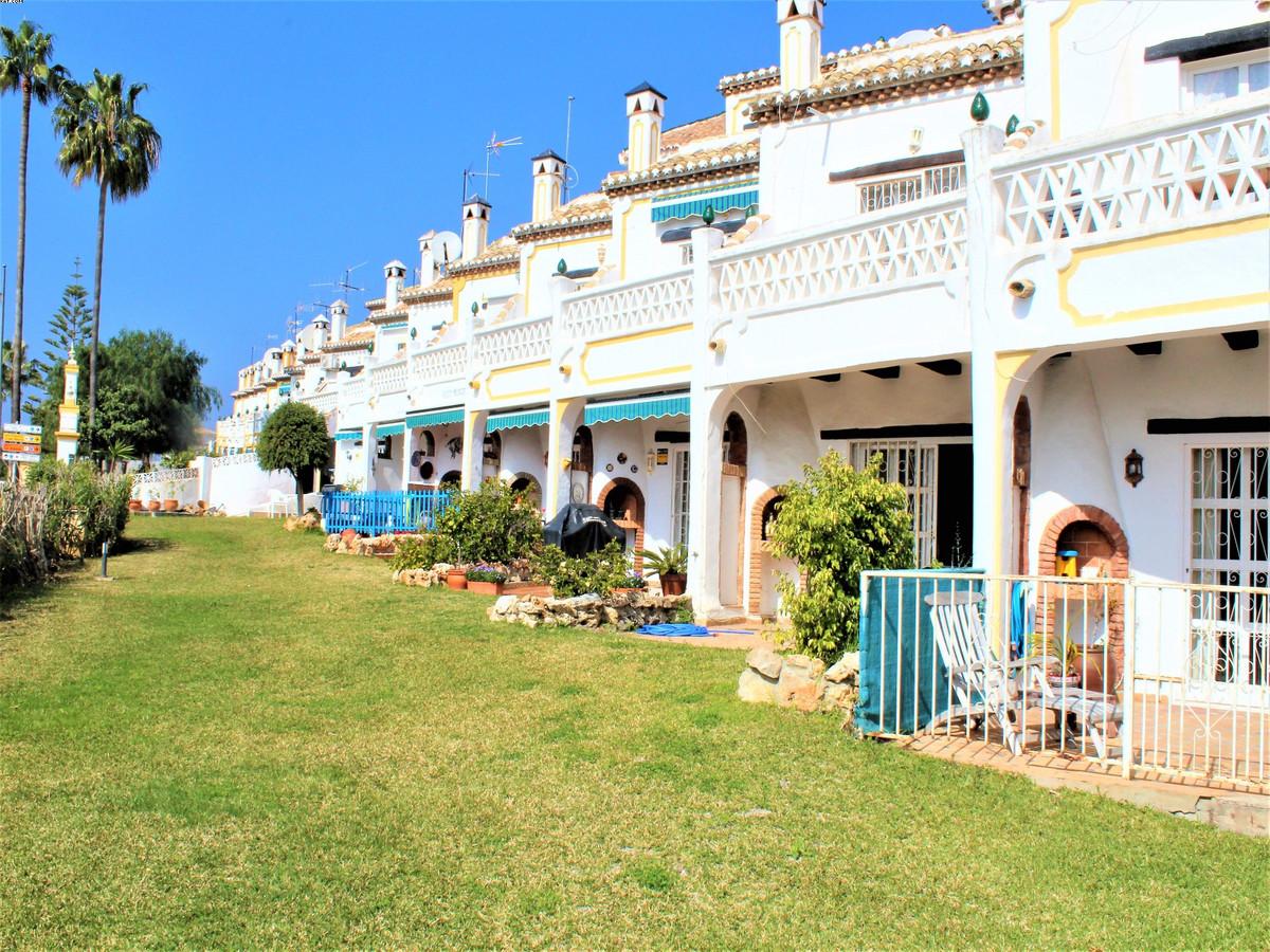 Marbella Banus Adosado en Venta en Calahonda – R3800446