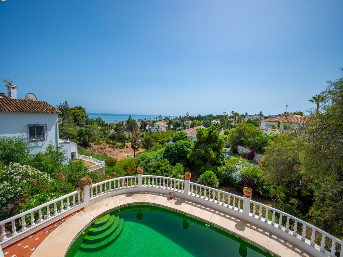 ***JUST REDUCED FROM €595,000*** A large split level villa situated in a quiet Cul-de-sac in the sou,Spain