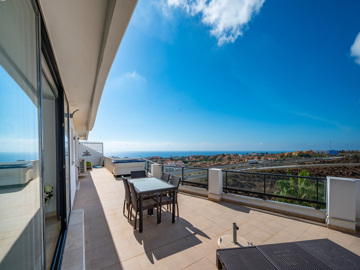 Impressive modern, 2 bedroom, 2 bathroom Penthouse apartment in Hollywood Hills in Riviera del Sol. ,Spain