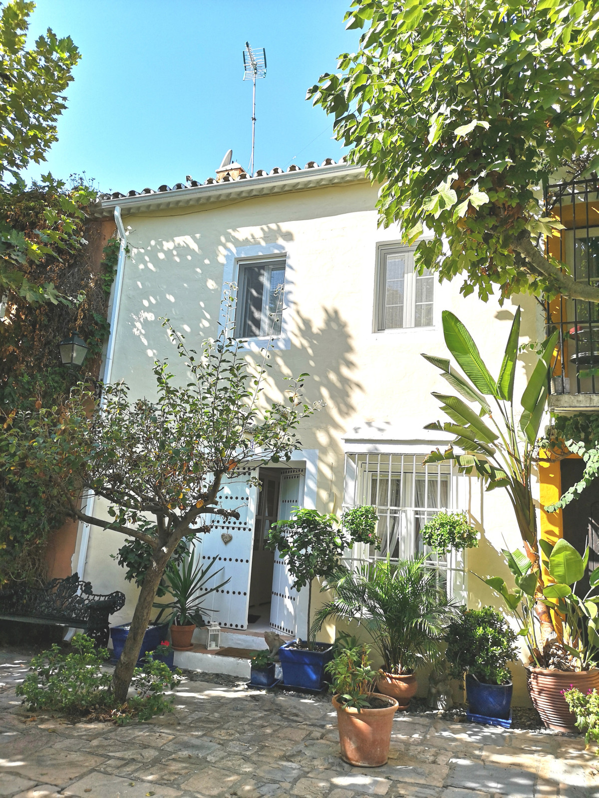 PRICE JUST REDUCED!!! A fully renovoted 2 bedroom house within walking distance of the center of Mar, Spain