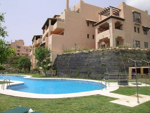 Originally listed for 255,000€ and recently reduced to 225,000€.  Excellent 4 bedroom penthouse apar,Spain