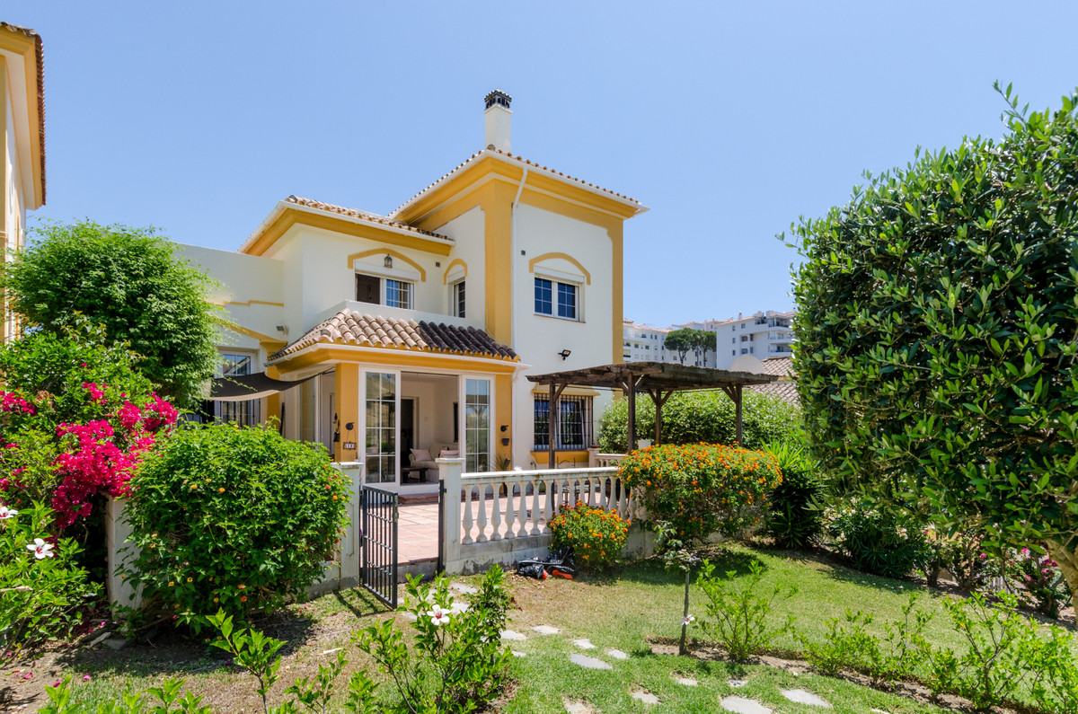 ***JUST REDUCED FROM €385,000*** Independent villa situated on Riviera del Sol. Originally 3 bedroom,Spain