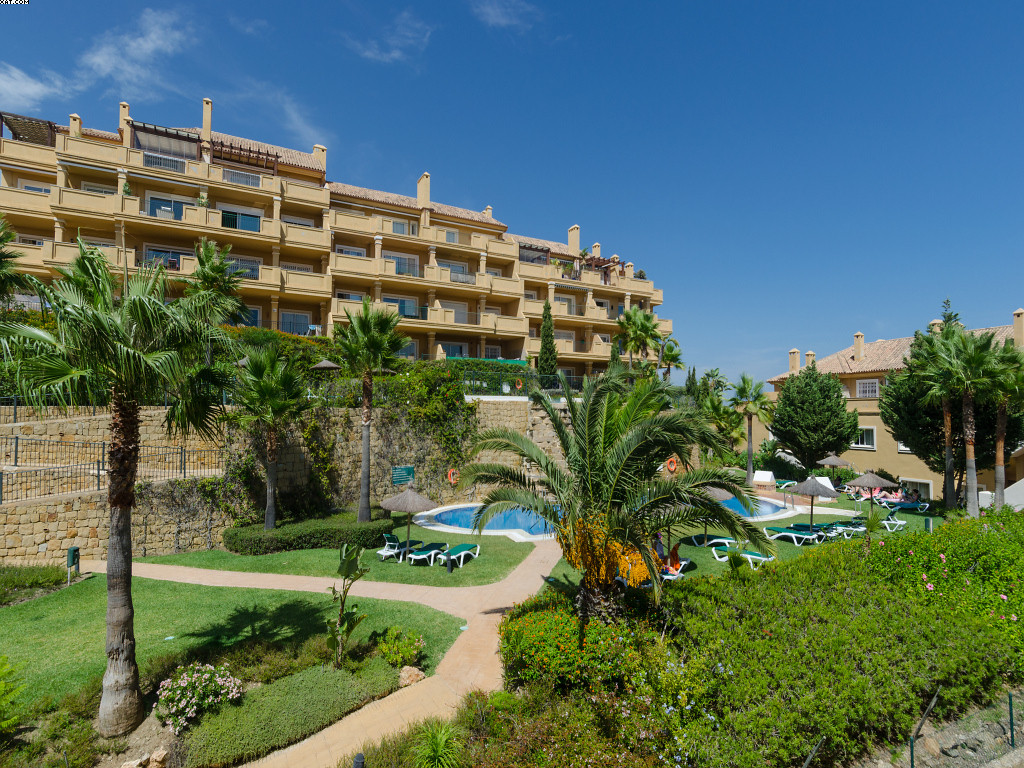 A beautifully decorated, very spacious, high quality, apartment situated in a prestigious community ,Spain