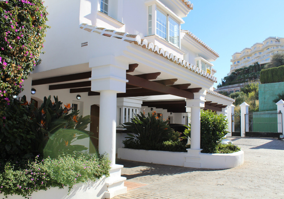 This 3 bedroom townhouse is spread over 4 levels and has ample space for all the fammily. The proper,Spain