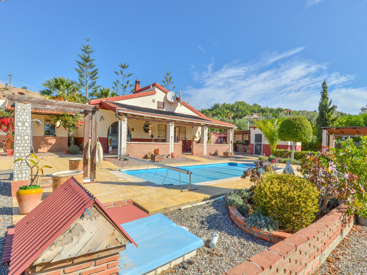 One level, 3 bedroom villa  with heated swimming pool, with separate self-contained annex, located o,Spain