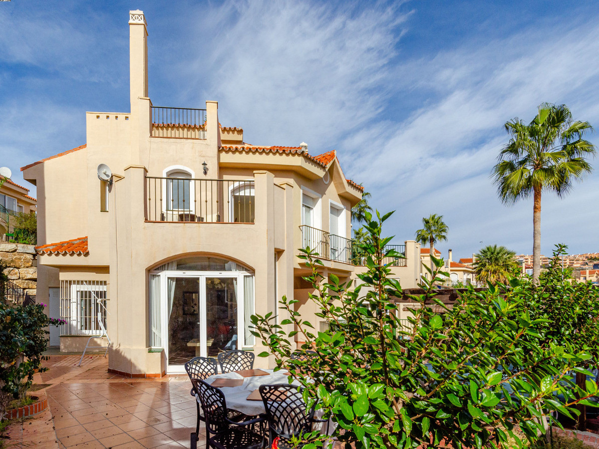 Excellent, spacious and bright 3 double bedroom, 2.5 bathroom semi detached house which is south fac, Spain