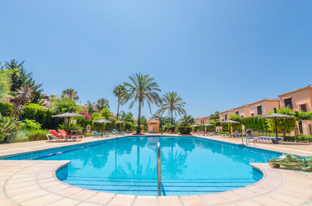 Very nicely presented 2 bedroom, 2 bathroom first floor apartment with a fresh south east orientatio,Spain