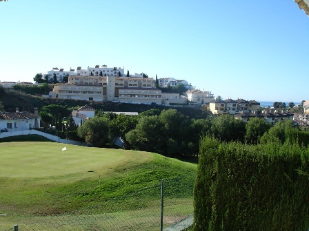 This big 2 bedrooms 2 bathrooms townhouse is situated in the front line golf of Miraflores golf cour, Spain