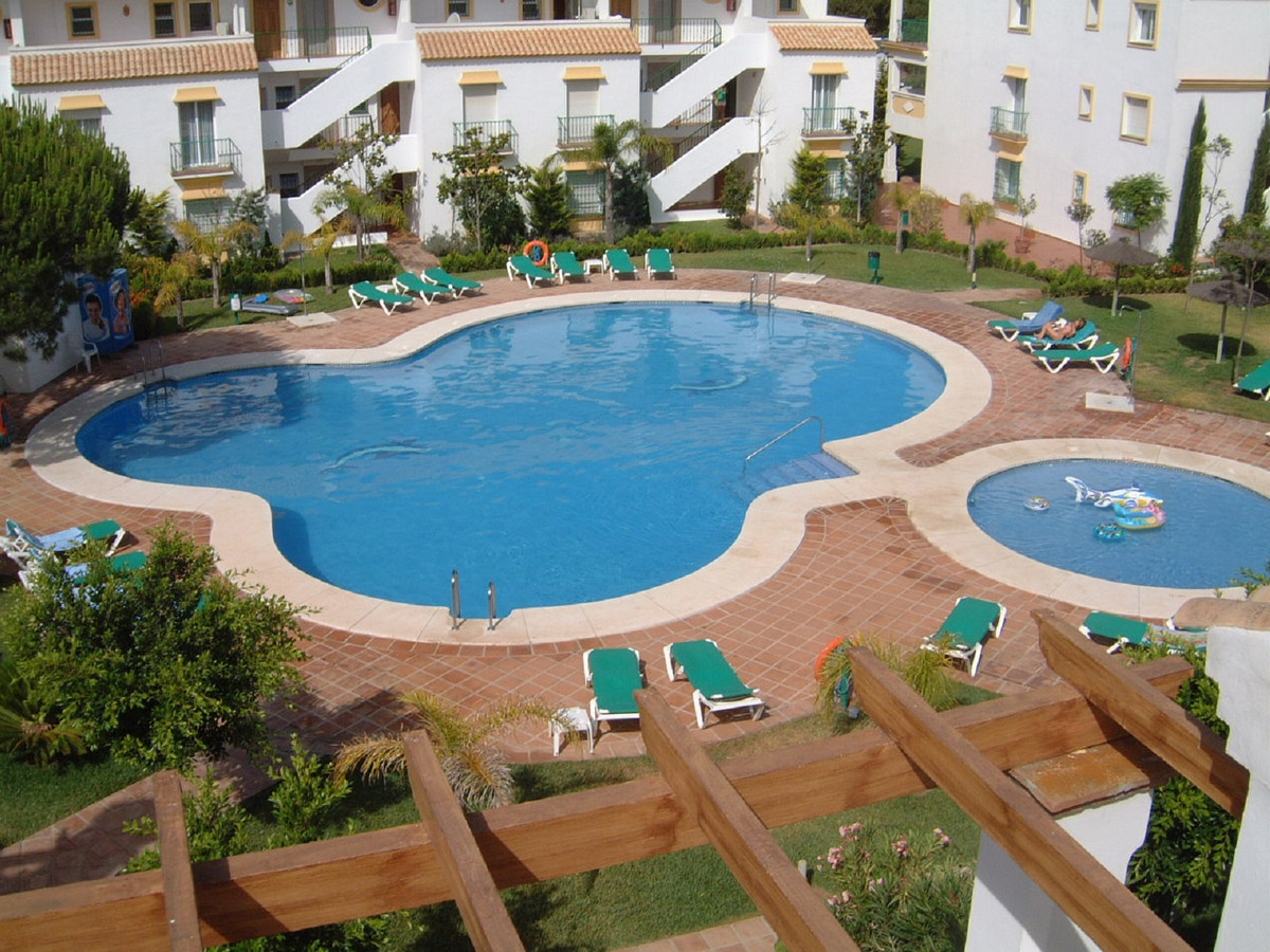 An excellent, beachside, very spacious 3 bedroom, 3 bathroom, south facing duplex Penthouse located ,Spain