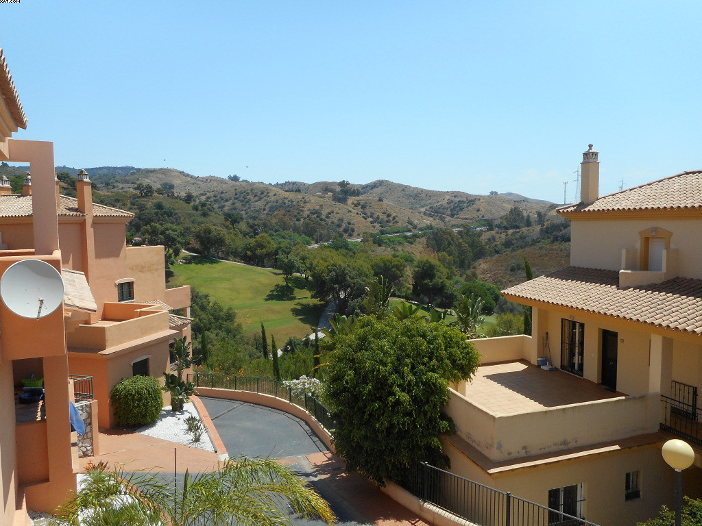 An elevated groundfloor apartment, consisting of 2 bedrooms, 2 bathrooms and fully fitted kitchen. T,Spain