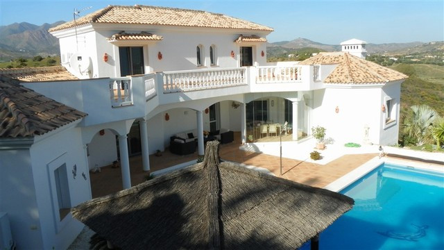 Occupying a prime position is this most spectacular villa.   Elevated with amazing view, this house ,Spain