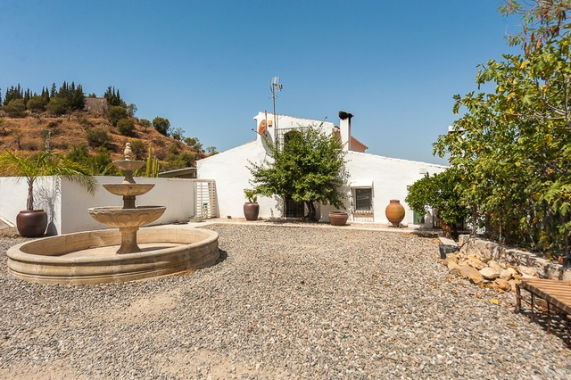 Fabulous finca property that are just a couple of minutes walk from the town center of Cartama and i,Spain