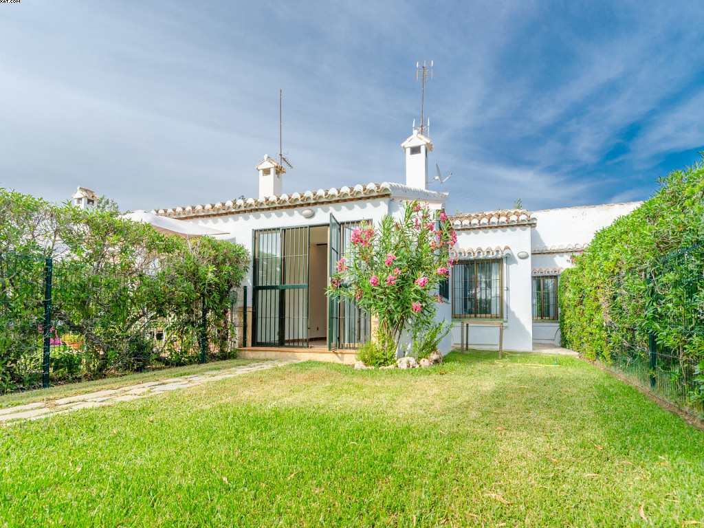 This lovely one level townhouse is situated in El Chaparral. The property has been refurbished and o, Spain